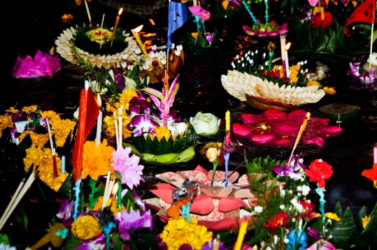 Loy-Krathong-Chiang-Mai-2546